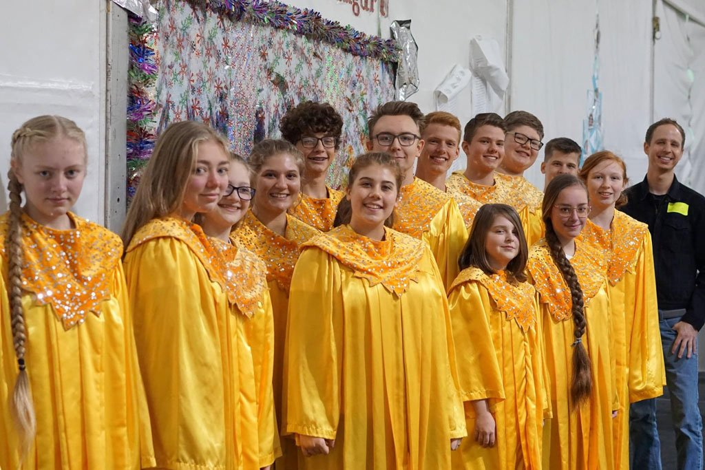 cbca-2019-disney-candlelight-processional-yellow-robes